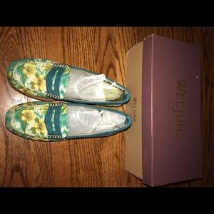 Weejuns Tropical Loafers Size 7.5. NEW WITH BOX